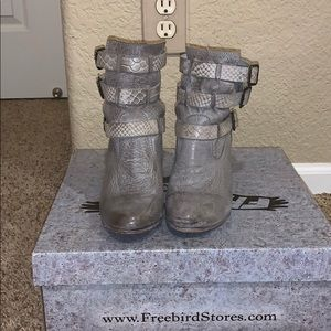 Grey Freebird Teddy boots size 7